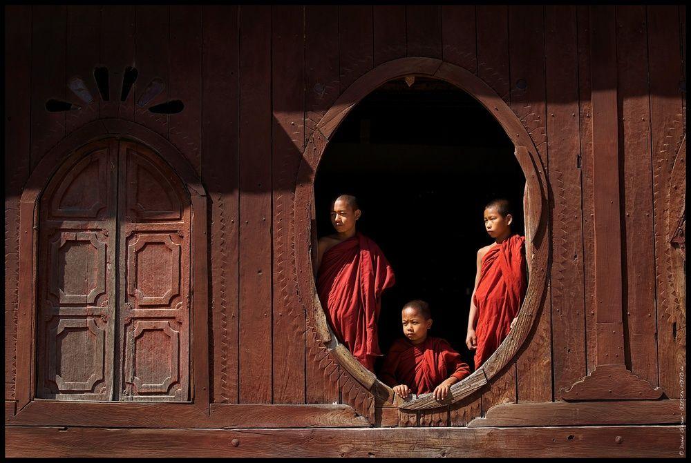 Monks of Shweyanpyay, Myanmar/Burma 2012 http://fc-foto.de/27006563