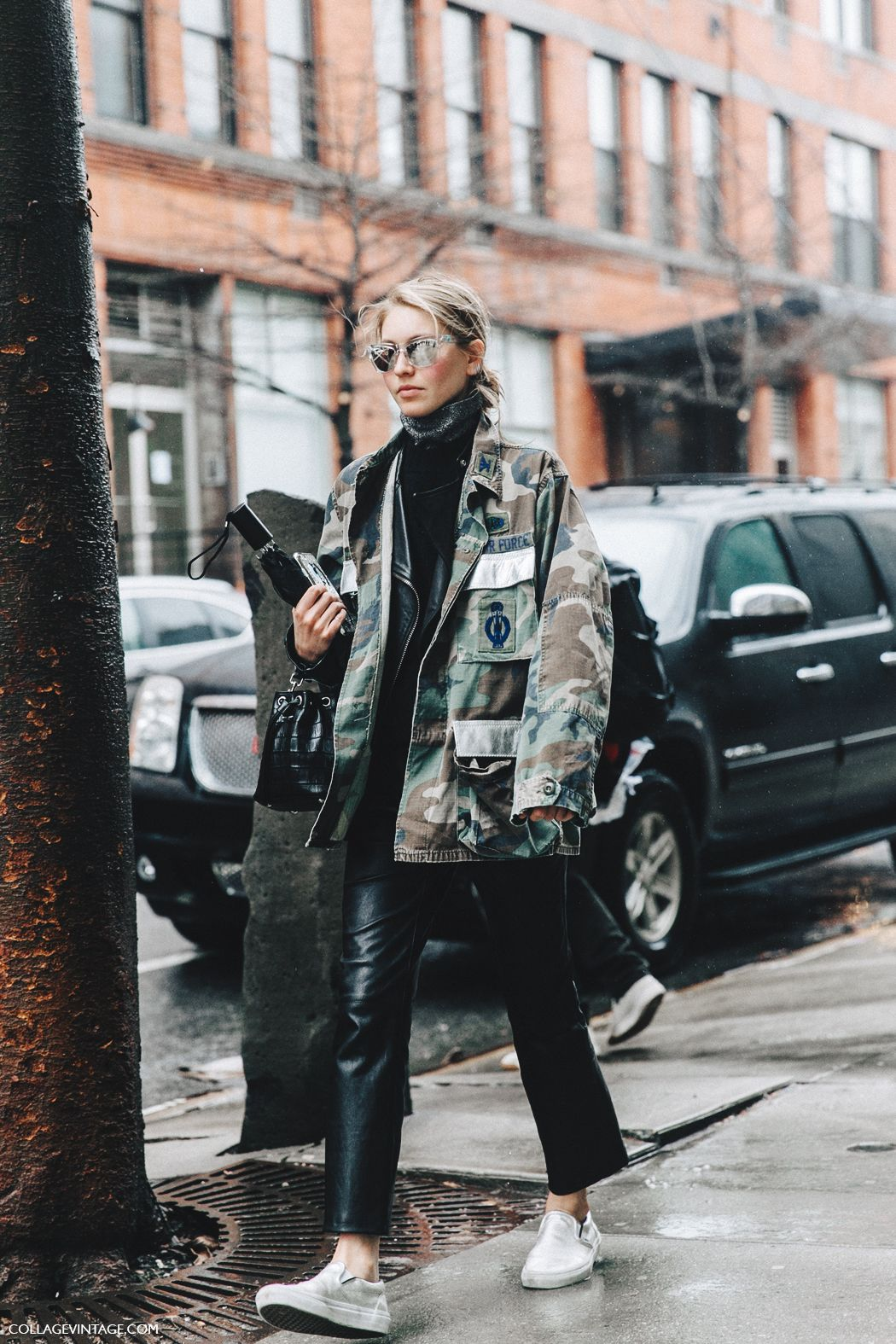 Camo utility jacket worn back with a roll neck sweater and cropped pants, finish off with your favourite sneakers. rNYFW-New_York_Fashion_Week-Fall_Winter-17-Street_Style-Jessica_Minkoff-Military_Trend-2
