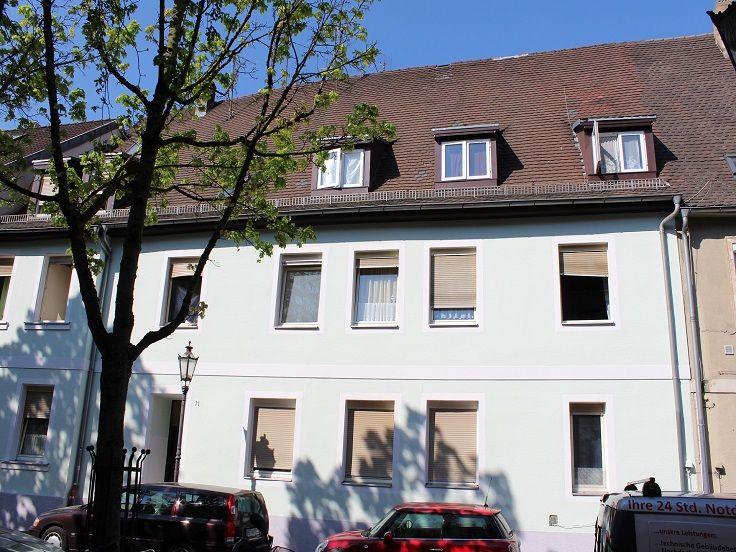 Mehrfamilienhaus mitten in Karlsruhe-Durlach: Hausansicht des Objekts.