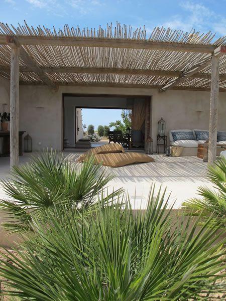 Villa in puro stile mediterraneo adele casas p rgolas for Case bellissime esterni