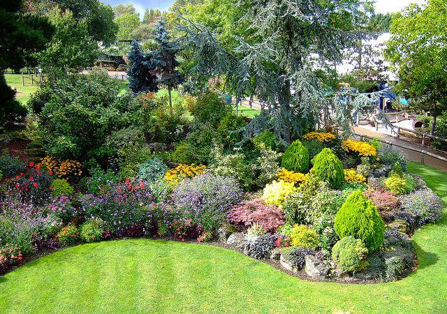 Pretty Gardens Pretty Gardens Garden Plots Garden Ideas Cheap