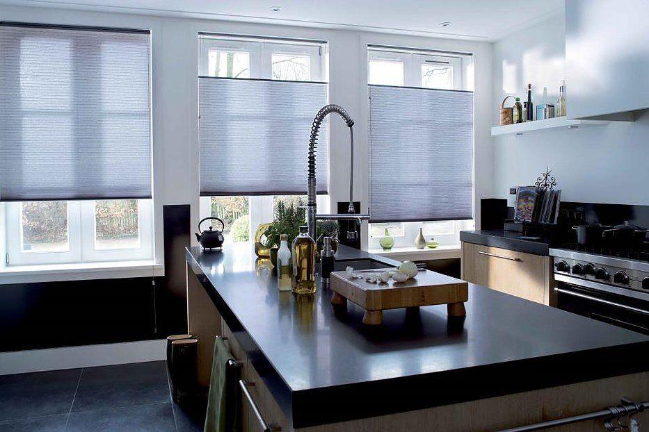 Verosol pleated blind raamdecoratie in keuken