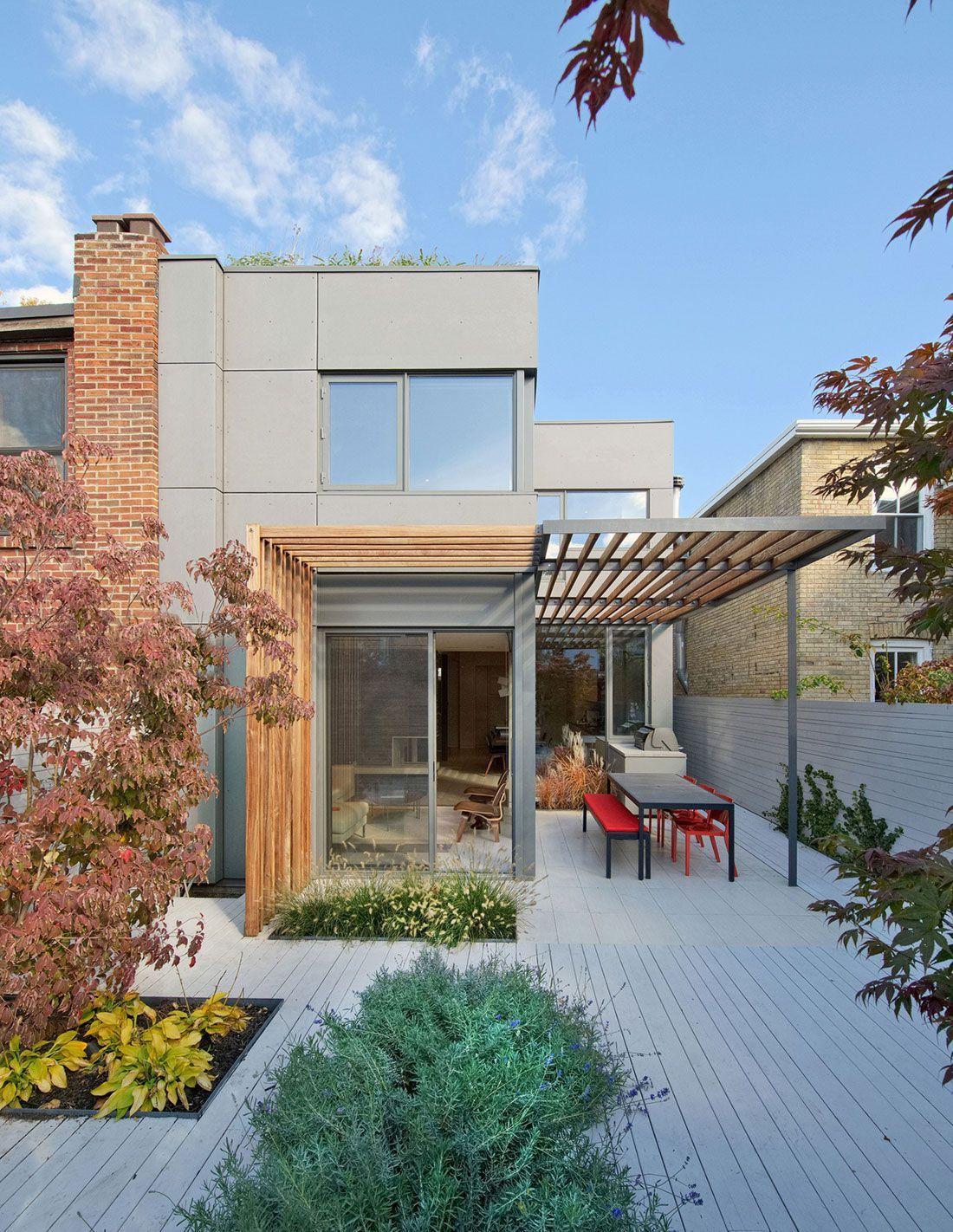 el diseo de una pequea casa de dos pisos con una sencilla fachada pero con