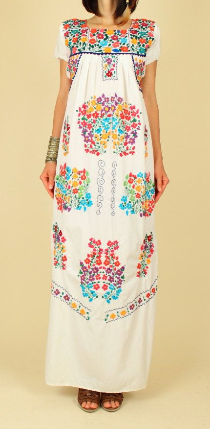 ViNtAgE 70s Floral Embroidered Handmade Maxi Mexican