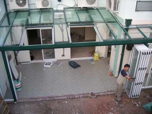 Techos corredizos traslucidos cerramientos de aluminio for Ventanas para techos planos argentina