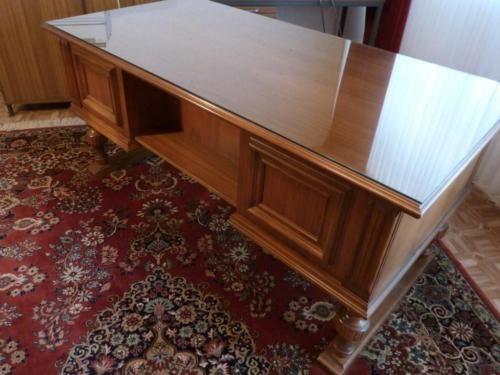 Großer Schreibtisch altdeutsch mit Glasplatte VERKAUFT in
