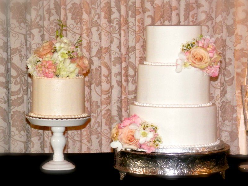 Smooth Buttercream With Pink And White Roses