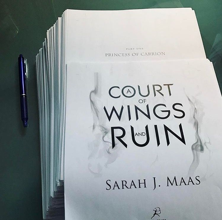 A Cour of Wings and Ruin is 700 pages long !!!!!!!