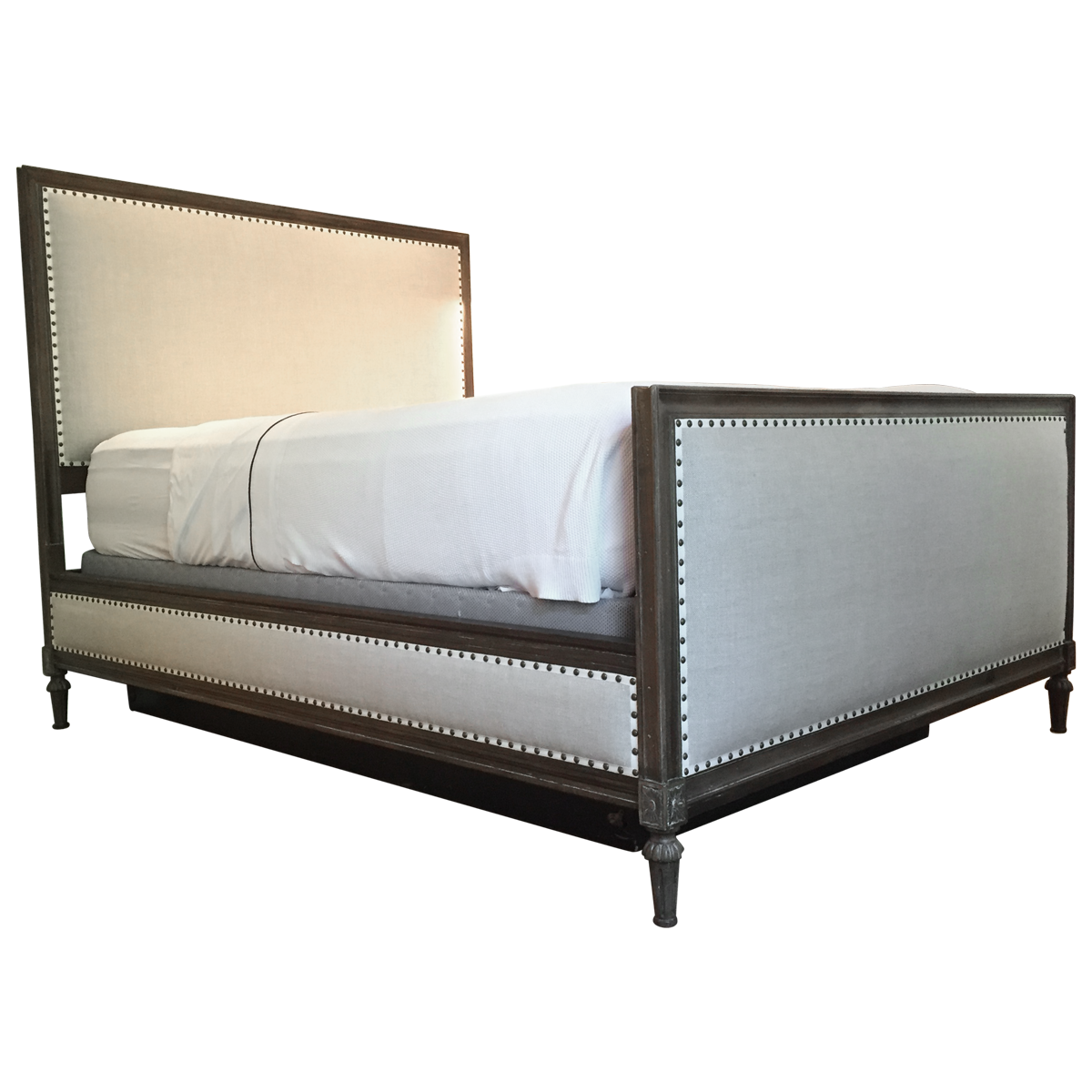 Maison Upholstered Queen Bed With Footboard Classic