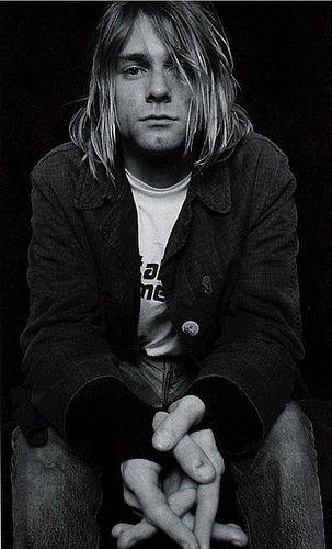 Kurt Cobain >> Stellium en Piscis (Sol, Mercurio, Venus y Saturno). Ascendente, Urano y Plutón en Virgo. Neptuno y Marte en Escorpio.