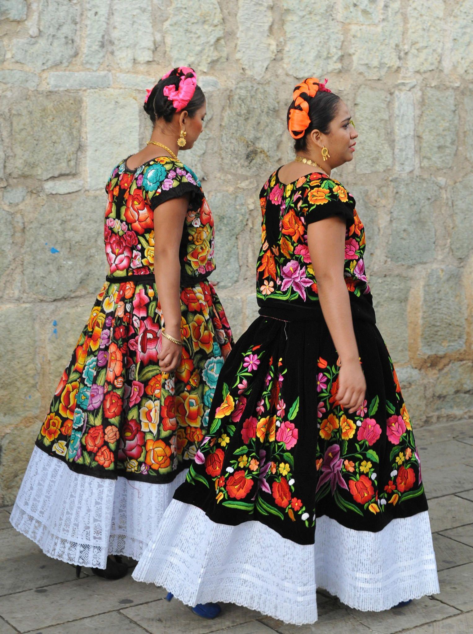 tehuana women oaxaca mexico  mexican outfit mexican