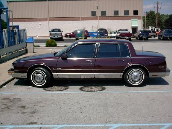 1989 Oldsmobile 98 Regency Brougham My First Real Estate Car I E A 4 Door Mine Was Black With A Black 1 2 Vinyl Roo Buick Cars Oldsmobile Classic Cars