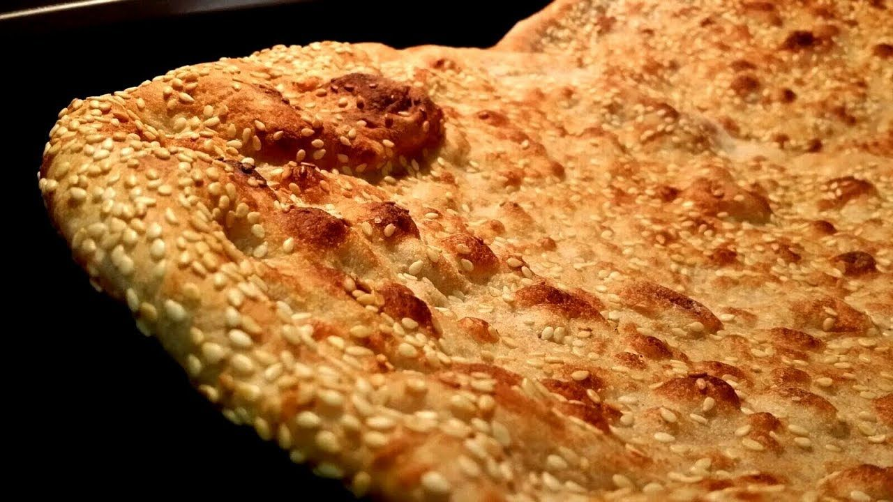 خبز عراقي حار ومكسب و بطريقه مبتكره وسريعه وبدقائق معدوده مطبخ شاي مهيل الشيف ام محمد Youtube Recipes Tasty Bread Recipes