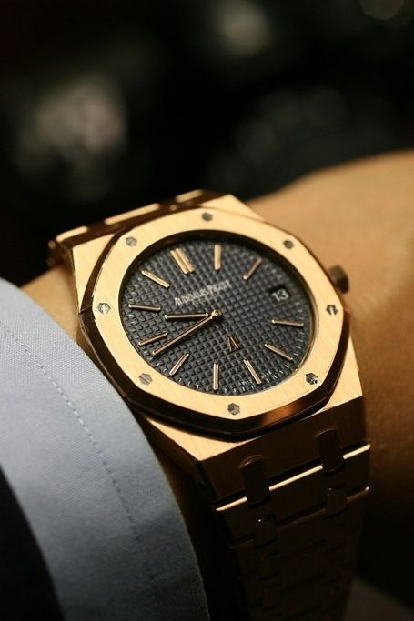 Audemars Piguet Royal Oak. Gold 18 K. Luxury watches for men.