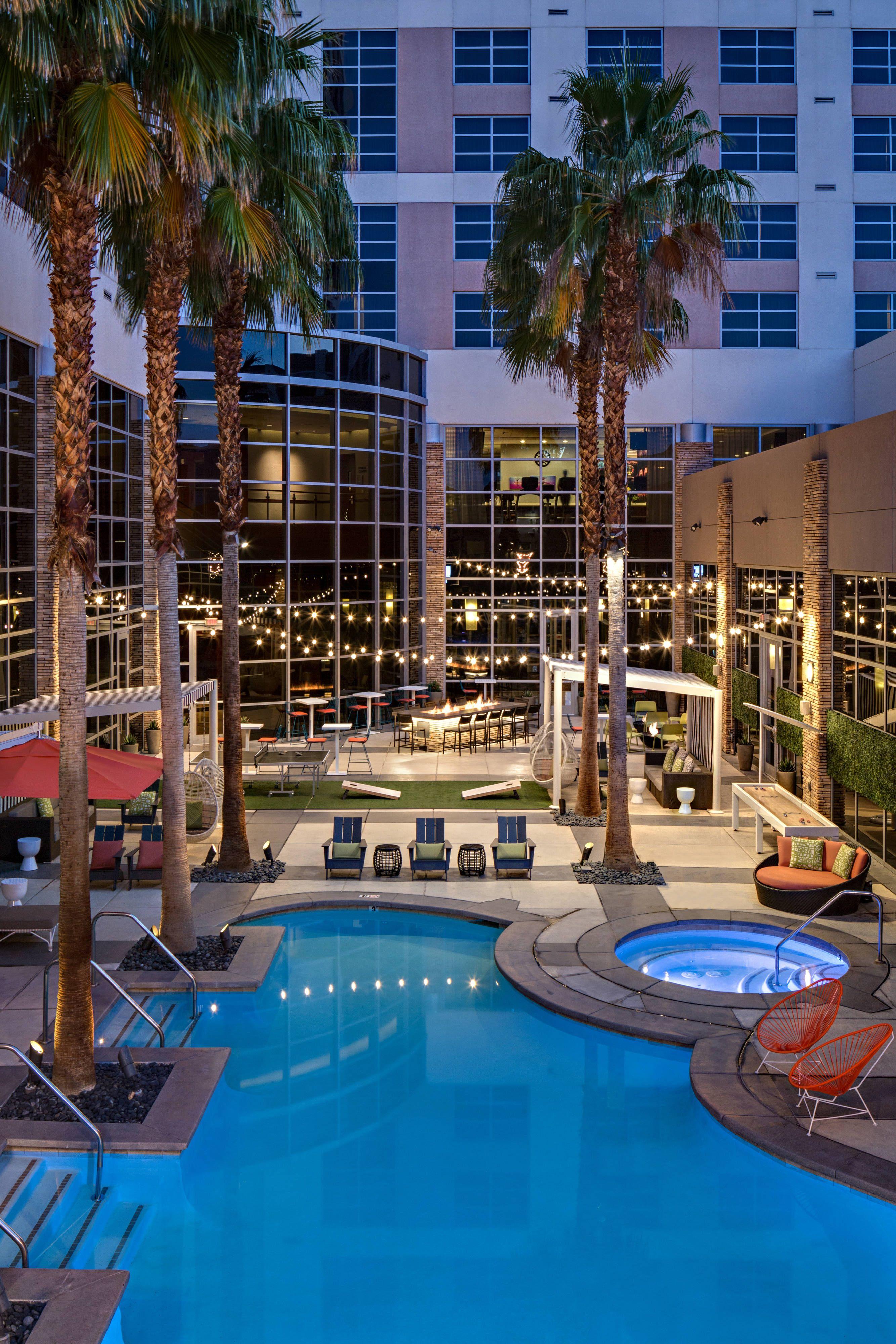 Renaissance Las Vegas Hotel Outdoor Pool Hotel Memorable