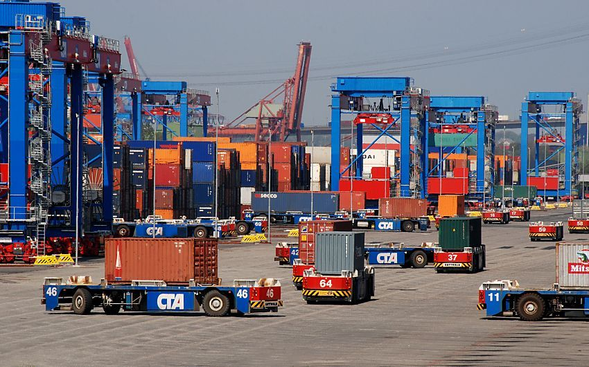 by www.fotograf-hamburg.de Gigantic container terminal of ...
