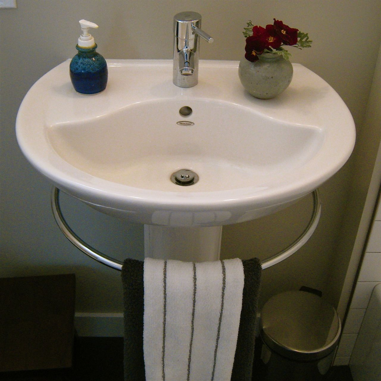 Pedestal Sink Towel Bar Genius With Images Pedestal Sink