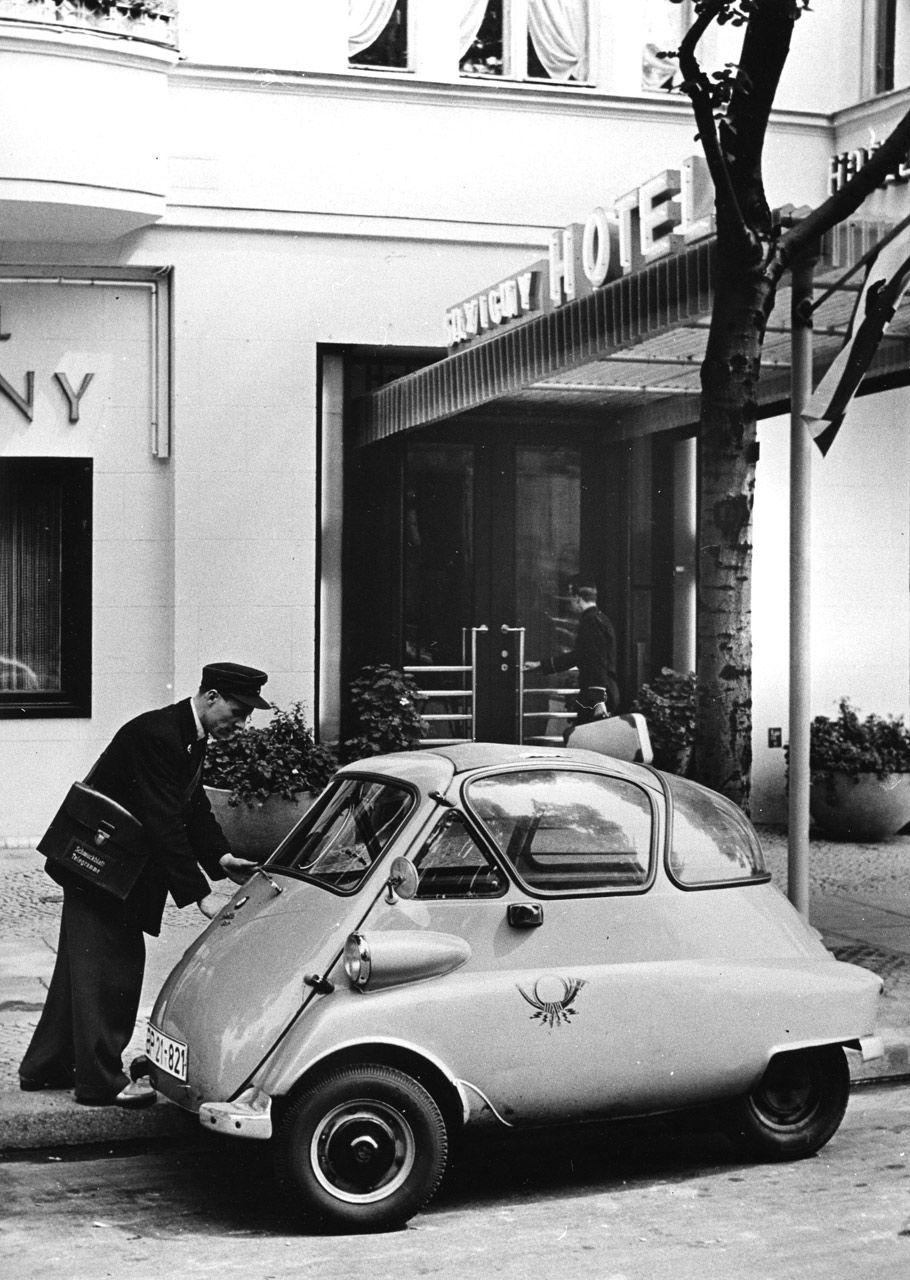 bmw isetta bei der telegrammzustellung bayerische motorenwerke ag m nchen 1956 via museum f r. Black Bedroom Furniture Sets. Home Design Ideas