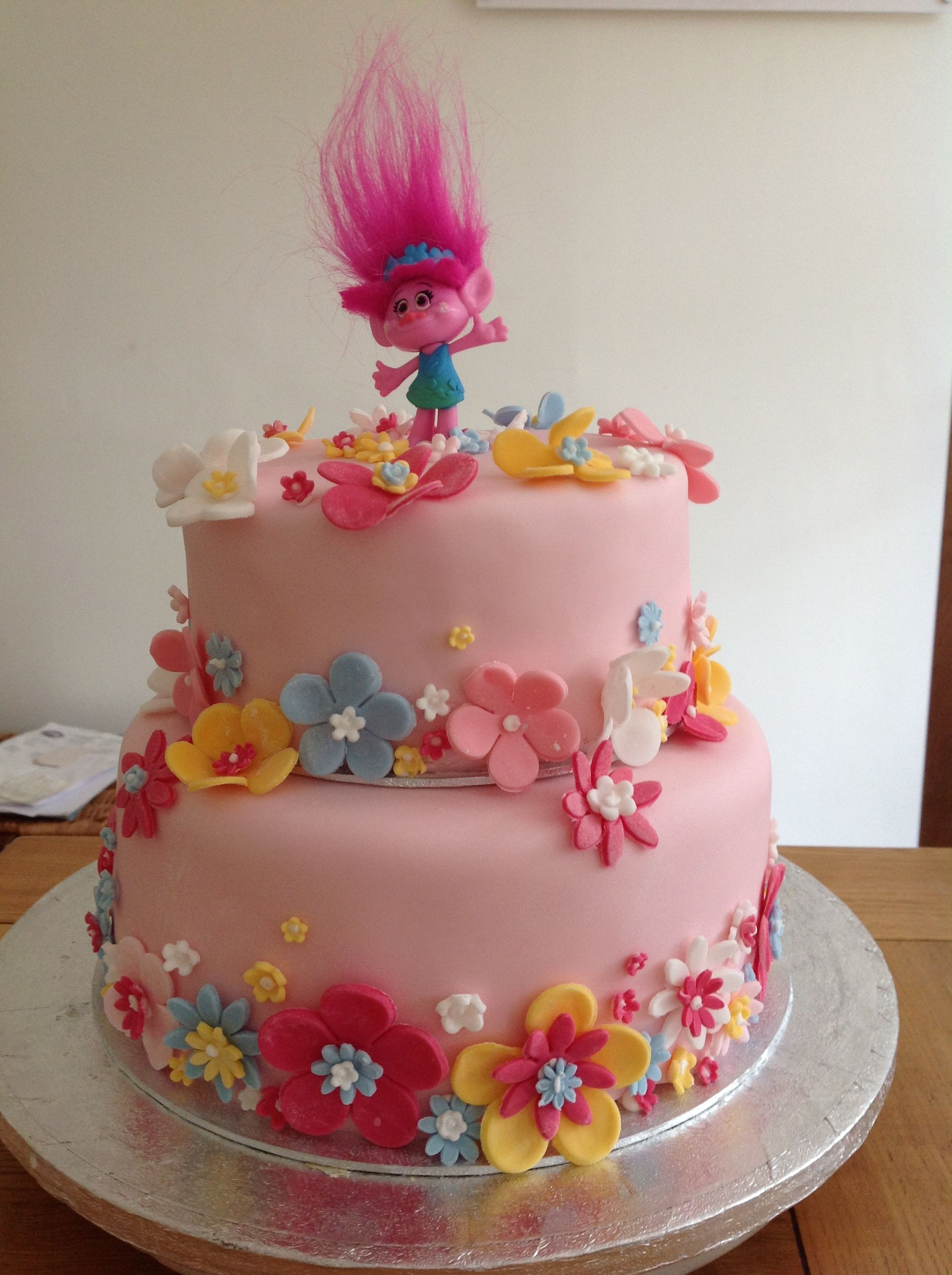 My Version Of A Princess Poppy Cake Amy S 6th Borthday With