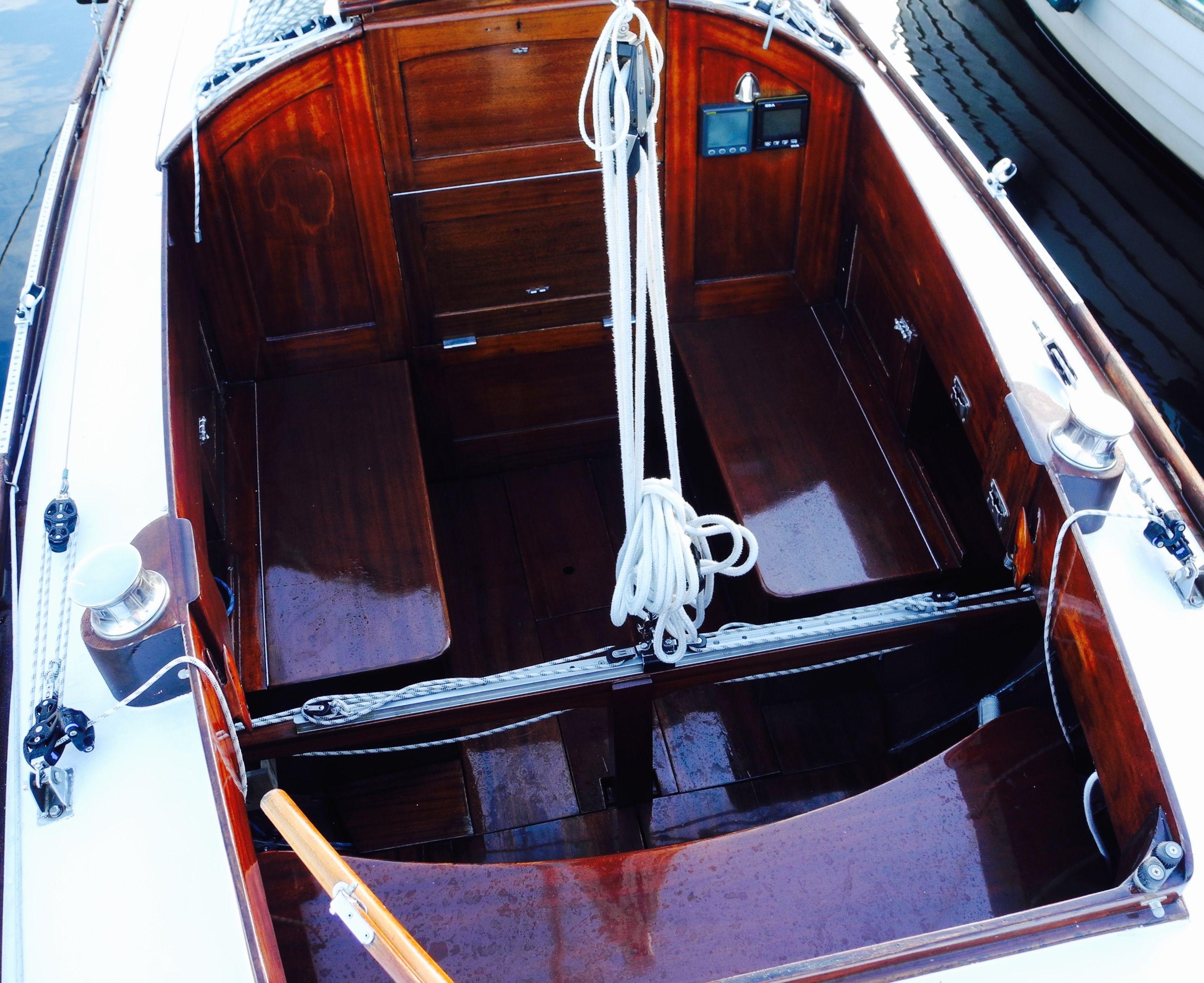 Mälar 25/45 Cockpit Mahagoni