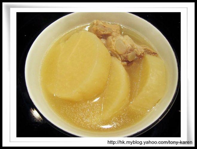 通之廚房: 食譜: 白蘿蔔排骨魷魚湯 (White turnip with spare ribs and dried squid)
