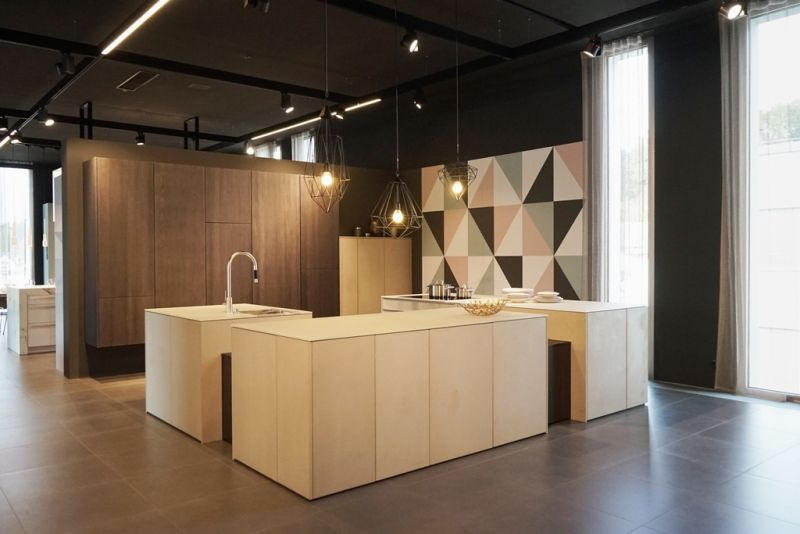 h ndler fachmesse 2016 in der leicht welt stone topos stein sandstein creme k che eiche. Black Bedroom Furniture Sets. Home Design Ideas