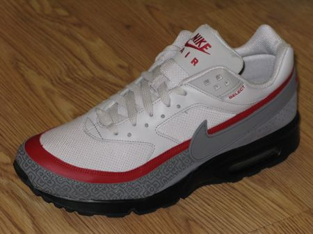 cheaper 5eadc b0f38 Nike X Nintendo NES Air Max Classic BW Collaboration. These are seriously  cool and nostalgic.
