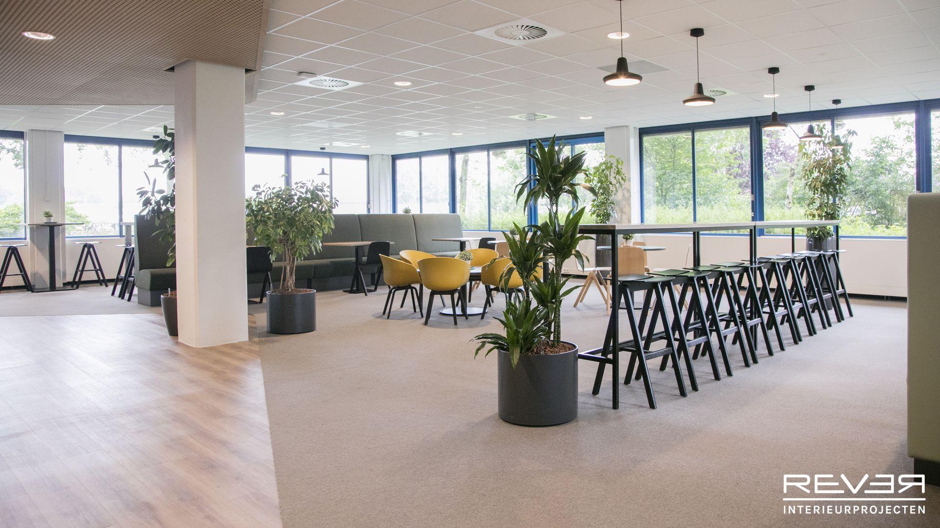 Kantoor kleurrijkwonen ontwerp en realisatie door rever for Kantoor interieur