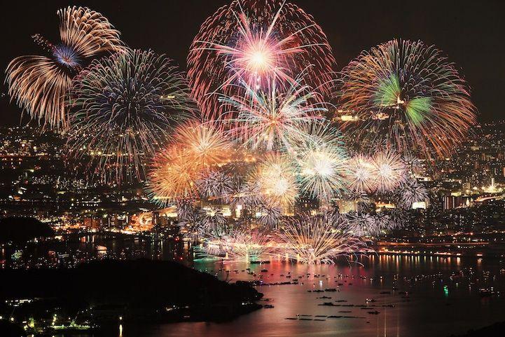 Fantastic Shots Of Japan S Summertime Fireworks Festivals Fireworks Fireworks Festival Japan Summer