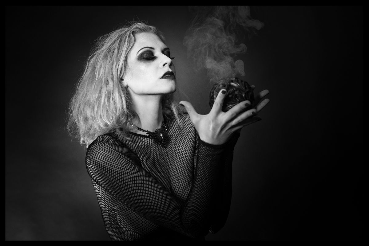 """""""Smoke and Mirrors"""" — Photographer: Martin Duerr Model: Lilly Libelle"""