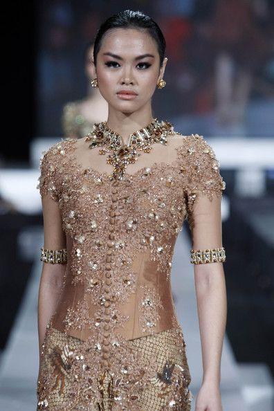 Jakarta Fashion Week 2010 Day One Pakaian Gaun Payet