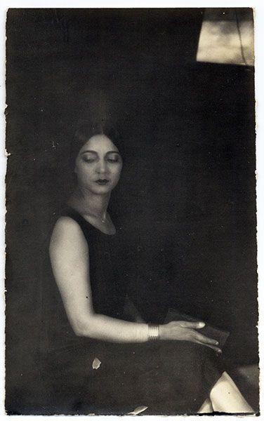 Rosa Covarrubias by Tina Modotti