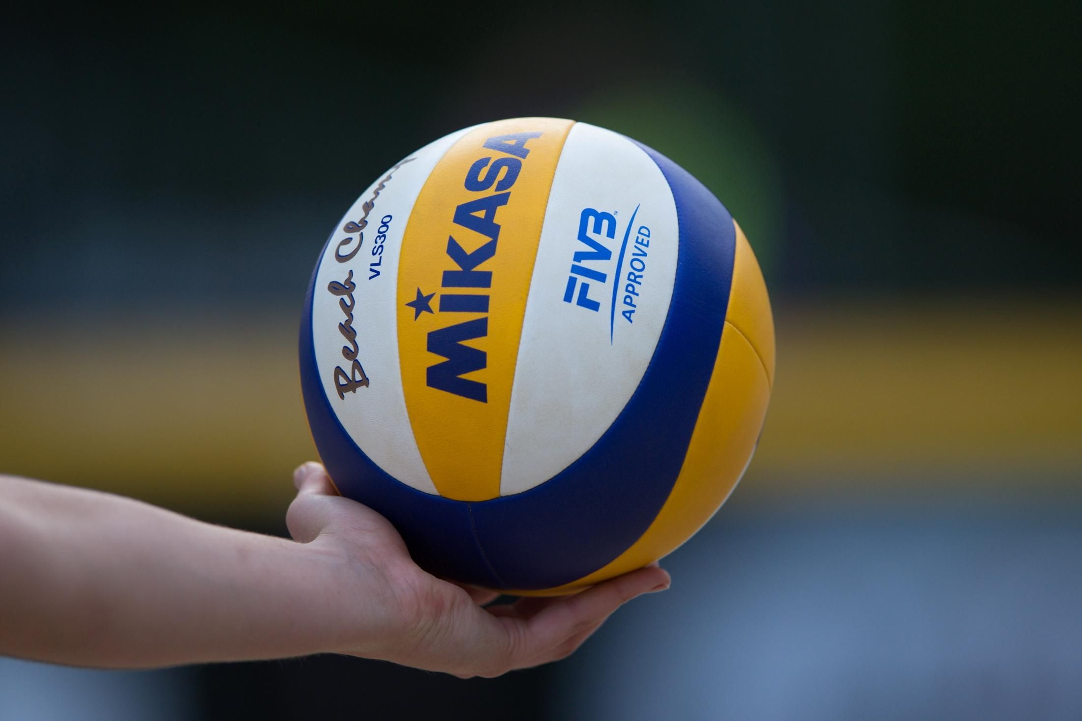 How To Be Your Kind Of A Better Volleyball Player Kais Mokhtar Volleyball Wallpaper Volleyball Beach Volleyball
