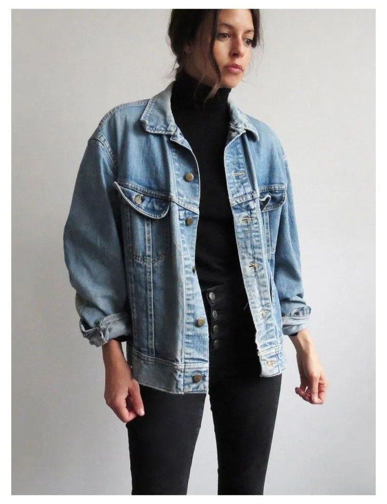 Denim Jacket Outfit Winter Denimjacketoutfitwinter Vintage Denim Jacket Jacket Outfit Women Winter Jacket Outfits [ 1039 x 798 Pixel ]