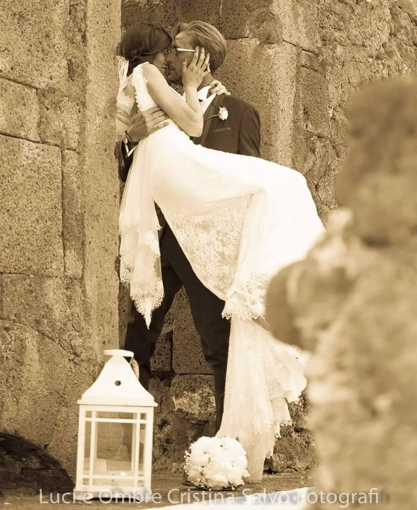 """https://www.facebook.com/SposamiExpo?fref=ts I #RealWedding di #Sposami Emoticon heart I nostri amici, Domenico Lombardo e Angela Di Bella, hanno finalmente realizzato il loro sogno: gridare """"si, lo voglio"""" al mondo intero e saldare il loro splendido amore iniziato 5 anni fa!"""