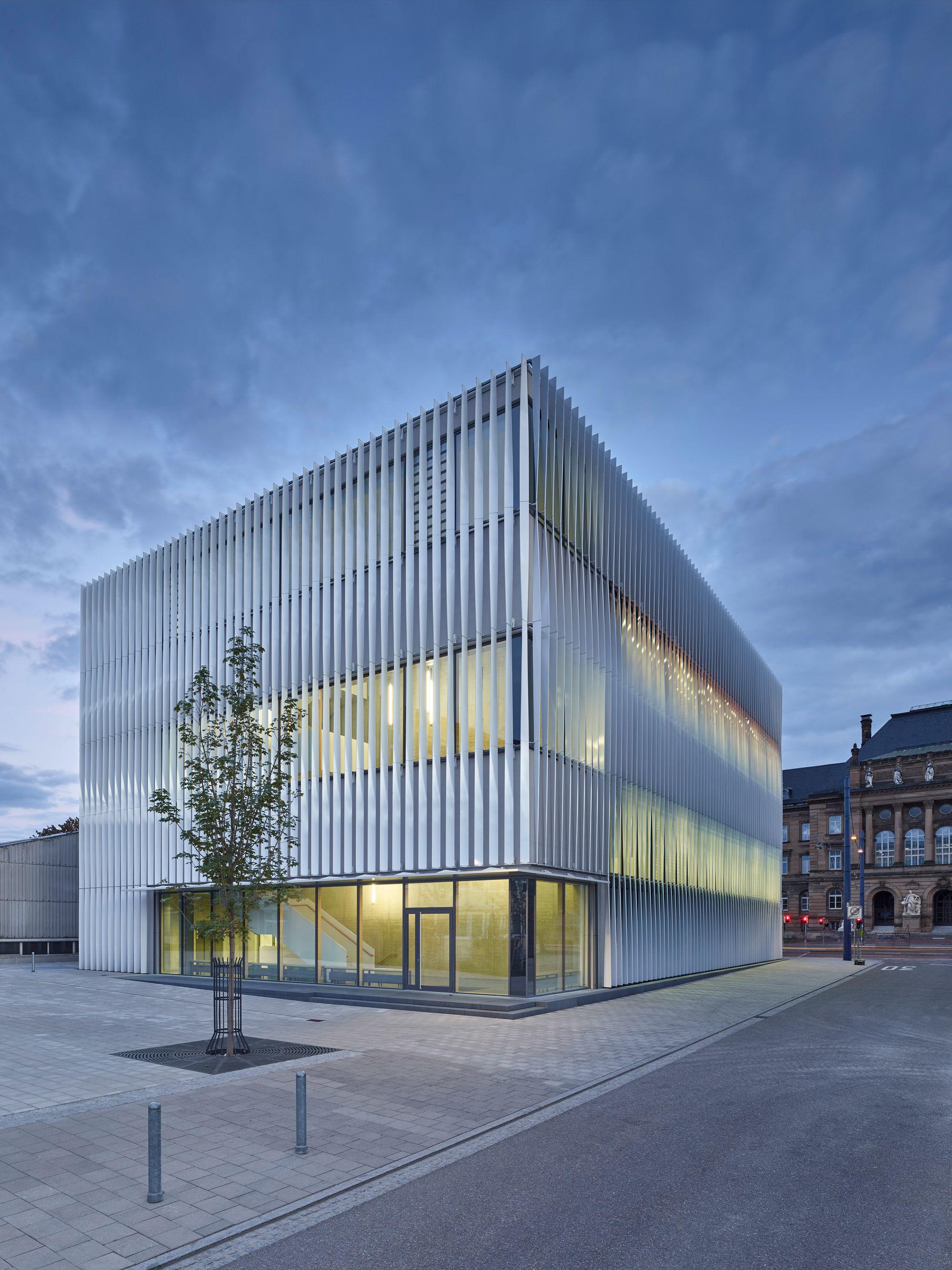 Wandelbare fassade sporthalle von h4a architekten rs for Architektur design studium