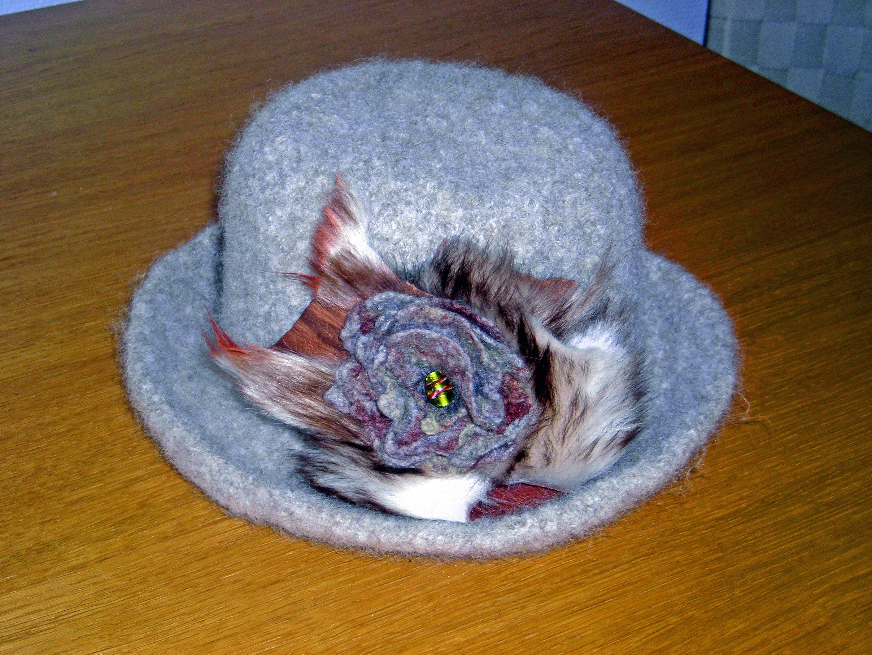 Filtet grå hat / solgt