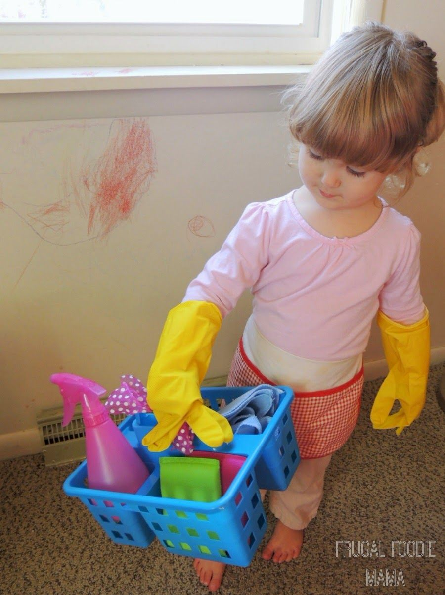 """DIY Mommy's Little Helper Cleaning Caddy via thefrugalfoodiemama.com - Let the little ones """"help"""" while you clean up!"""