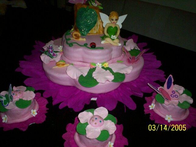 Campanita!!!! Torta principal con minitortas florales.