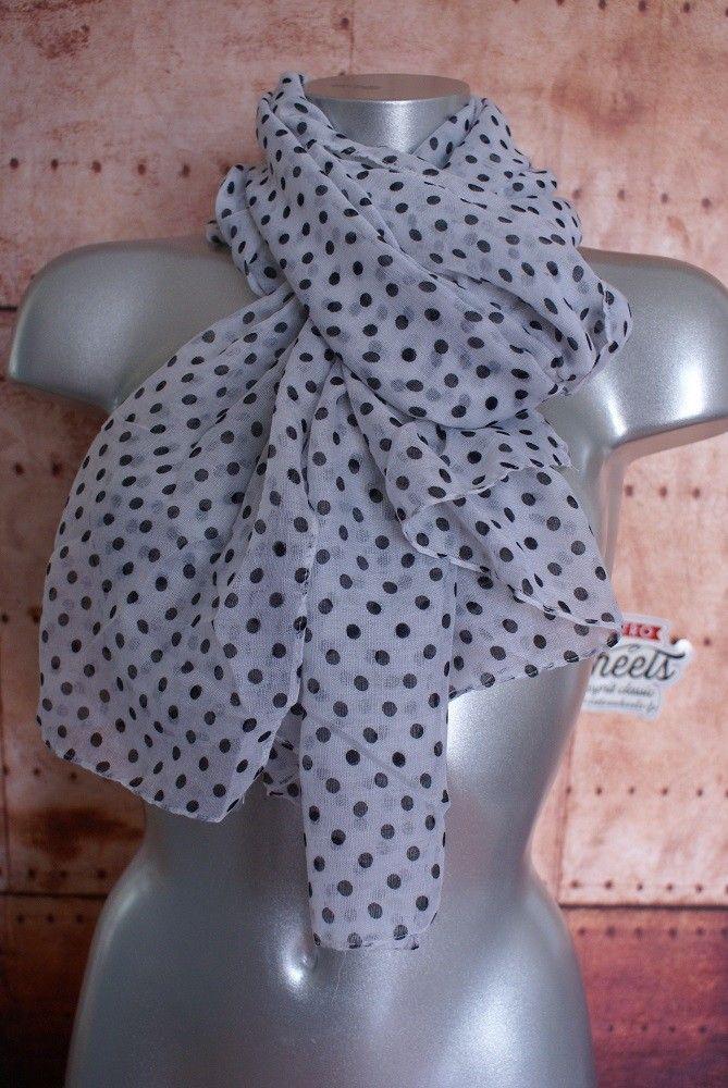 Foulard rétro à petits pois noirssur Retro Wheels http   www ... 97828f2a667a