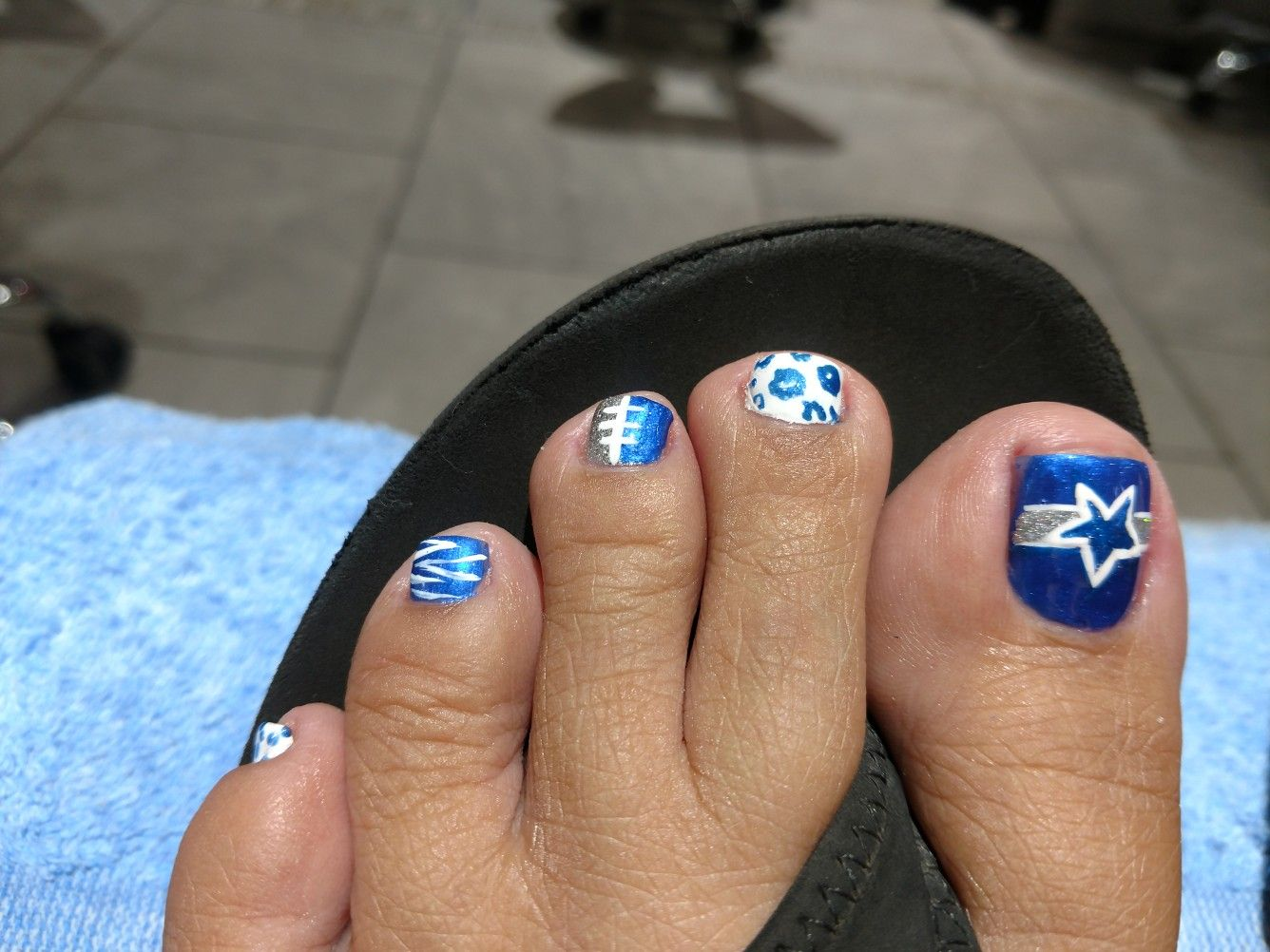 DALLAS COWBOYS toenails! My favorite time of year is football season ...