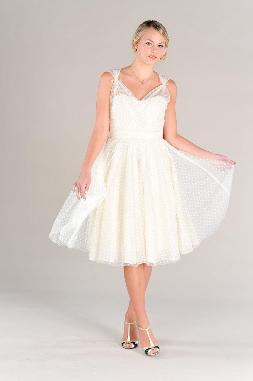 I Know It S Not Full Length But It S So Cute Short Wedding Dress Trendy Wedding Dresses New Wedding Dresses [ 1500 x 998 Pixel ]