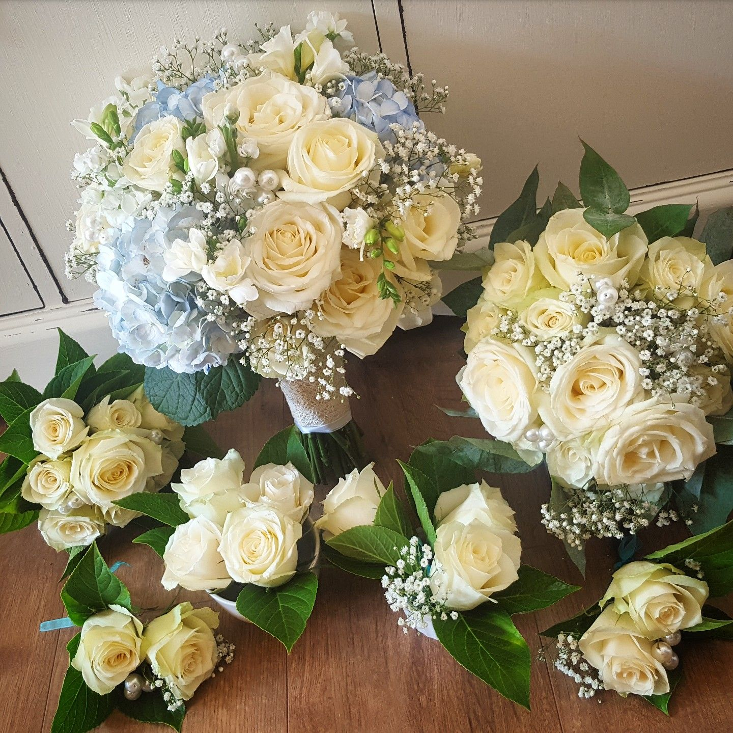 Chic White Wedding Theme: Blue And White 50's Theme Wedding Flowers Www.chic-dreams