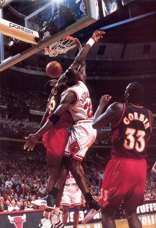 Michael Jordan facial on Dikembe Mutombo