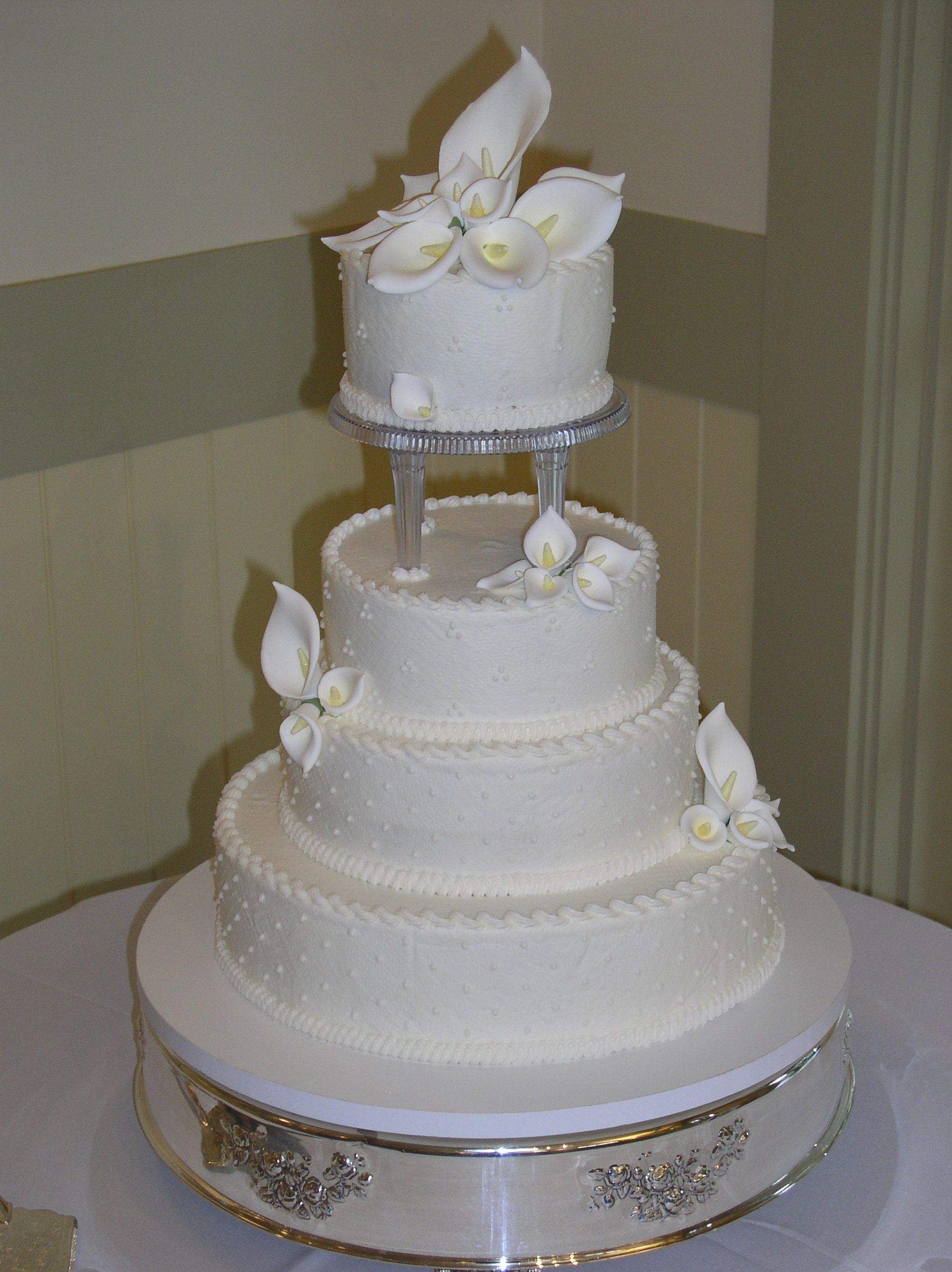 wedding cakes with pillars 5 inch pillars on a buttercream wedding cake 26077