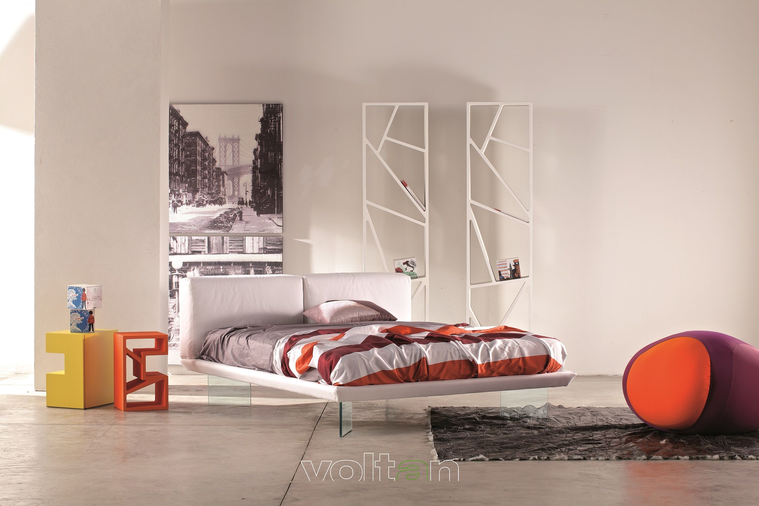 Letto Matrimoniale Di Design In Ecopelle.Camera Da Letto Colorata Di Design Letto Opla Imbottito In