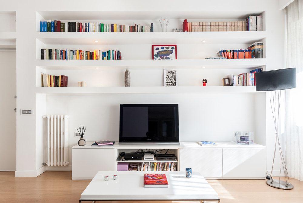 Parete attrezzata in cartongesso per un soggiorno moderno