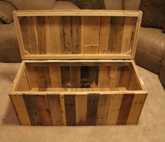 Aufgearbeiteten paletten holzm bel aufbewahrungskiste for Reclaimed pallet wood projects
