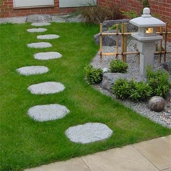 Stepping Stones Irregular Made From Granite Build A Japanese Garden Uk Japanese Garden Stepping Stones Stepping Stone Pathway