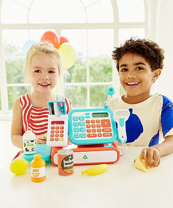 Your child can enjoy playing shops with the beeping handheld scanner, chip and pin machine, working microphone and LCD screen